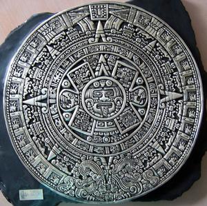 Серебряный календарь майя - отличный подарок из Канкуна