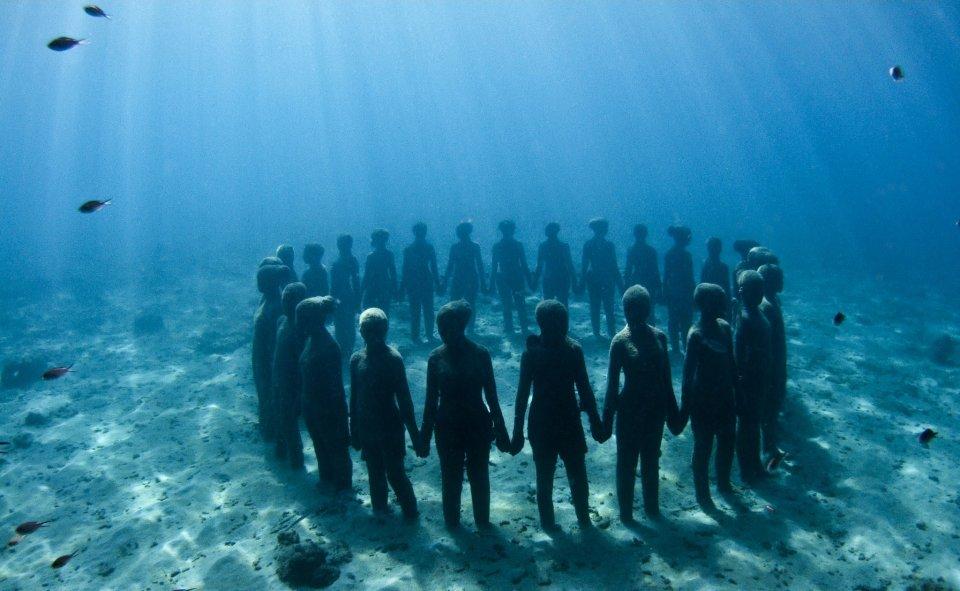 Фото подводного музея в Канкуне, Мексика