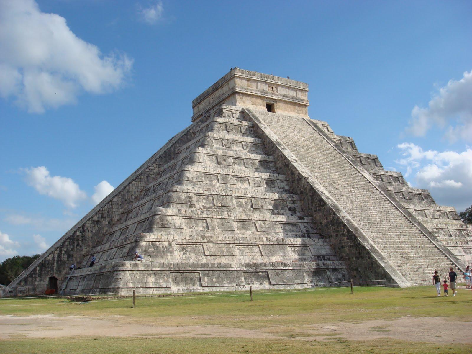 Фото пирамиды майя в Канкуне