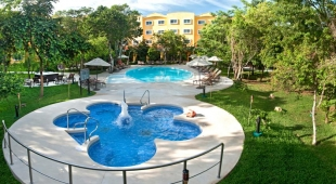 Courtyard by Marriott Cancun Airport 4